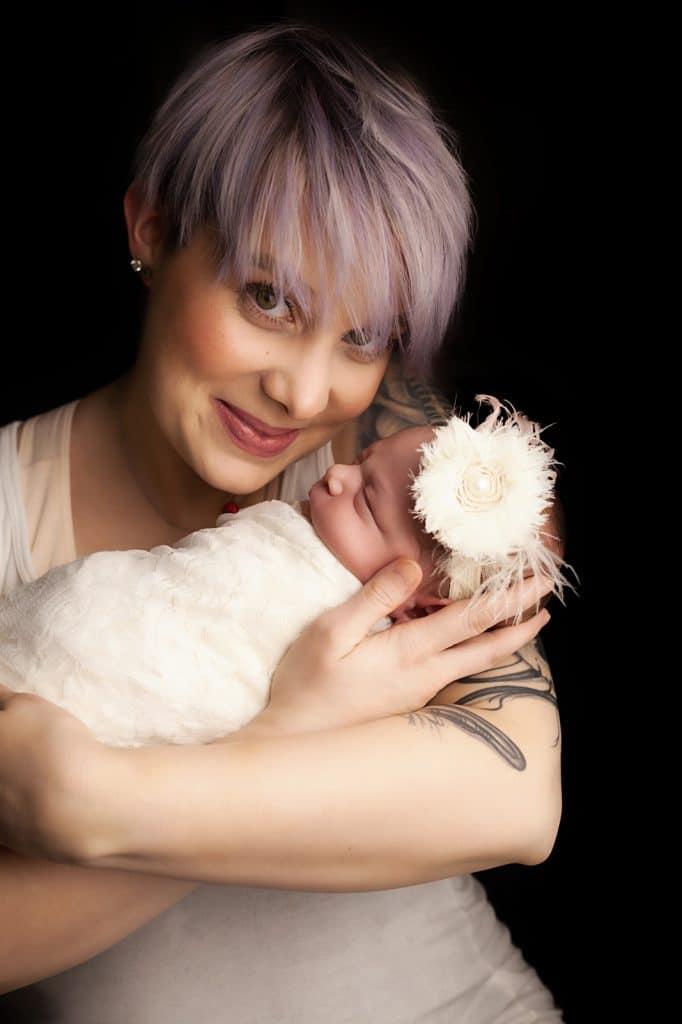 Baby-V-19--newborn baby with mom--windhamnhnewborn--www.daniellebustamante.com--#nhnewborn #newbornphotographer #newmom