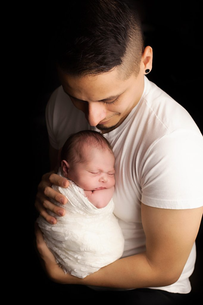 Baby-V-25--newborn baby with dad--windhamnhnewborn--www.daniellebustamante.com--#nhnewborn #newbornphotographer #newmom